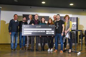 חברי קבוצת ICPupil שזכו במקום השני עם השופטים בתחרות