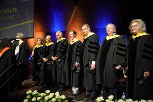 """מקבלי תוארי הכבוד לשנת 2019. מימין לשמאל : קרול אפשטיין, ד""""ר סטיוארט א' פלדמן, פרופ' ד""""ר אלפרד פורשל , פרופ' סטפן מלאך, משה ספדיה, סמי סגול ונינה אבידר ווינר."""