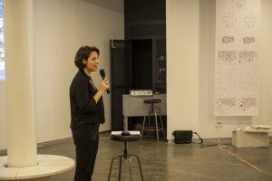 אדר' נירית פילוסוף בטקס פתיחת התערוכה