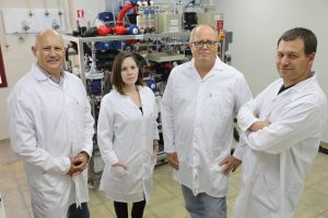 """קבוצת המחקר. מימין לשמאל: ד""""ר חן דותן, פרופ' אבנר רוטשילד, אביגיל לנדמן ופרופ' גדעון גרדר"""