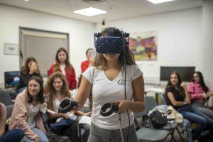 התלמידות במעבדה בפקולטה למדעי המחשב