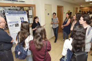 התלמידות במפגש עם סטודנטיות לתארים מתקדמים בפקולטה להנדסת חשמל