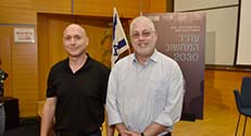 נשיא הטכניון פרופ' אורי סיון (מימין ) עם אורי פרנק, סגן נשיא באינטל
