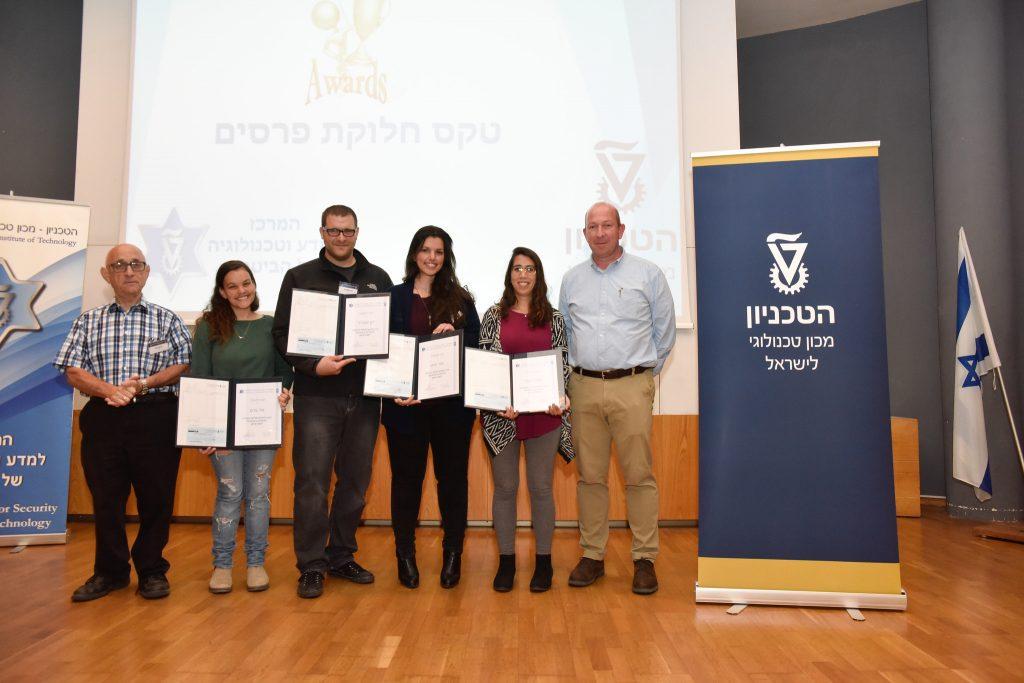 """הזוכים בפרס השלישי בתחרות הסטודנטים. מימין לשמאל: פרופ' אלון וולף, מעיין שובל, מור חייט, רון יאנוביצ'י, נויה צרט ותא""""ל (מיל') פרופ' יעקב נגל"""
