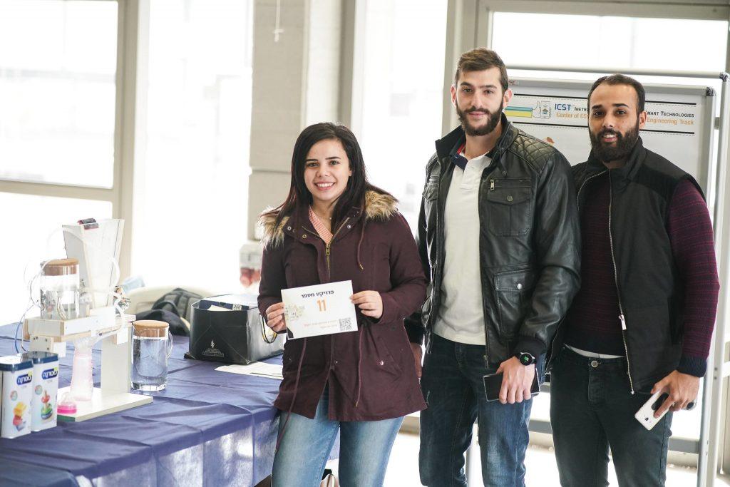 הסטודנטים חוש חאלד, ג'וליאן סרוגי ואיה רמאל פיחתו את פרויקט Yummy Tummy