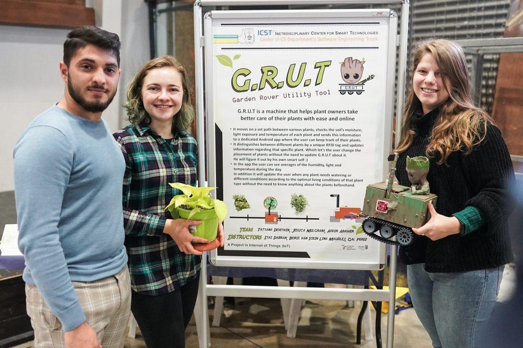 חברי קבוצת GRUT – שפיתחו רובוט קטן וחכם הנוסע בין העציצים