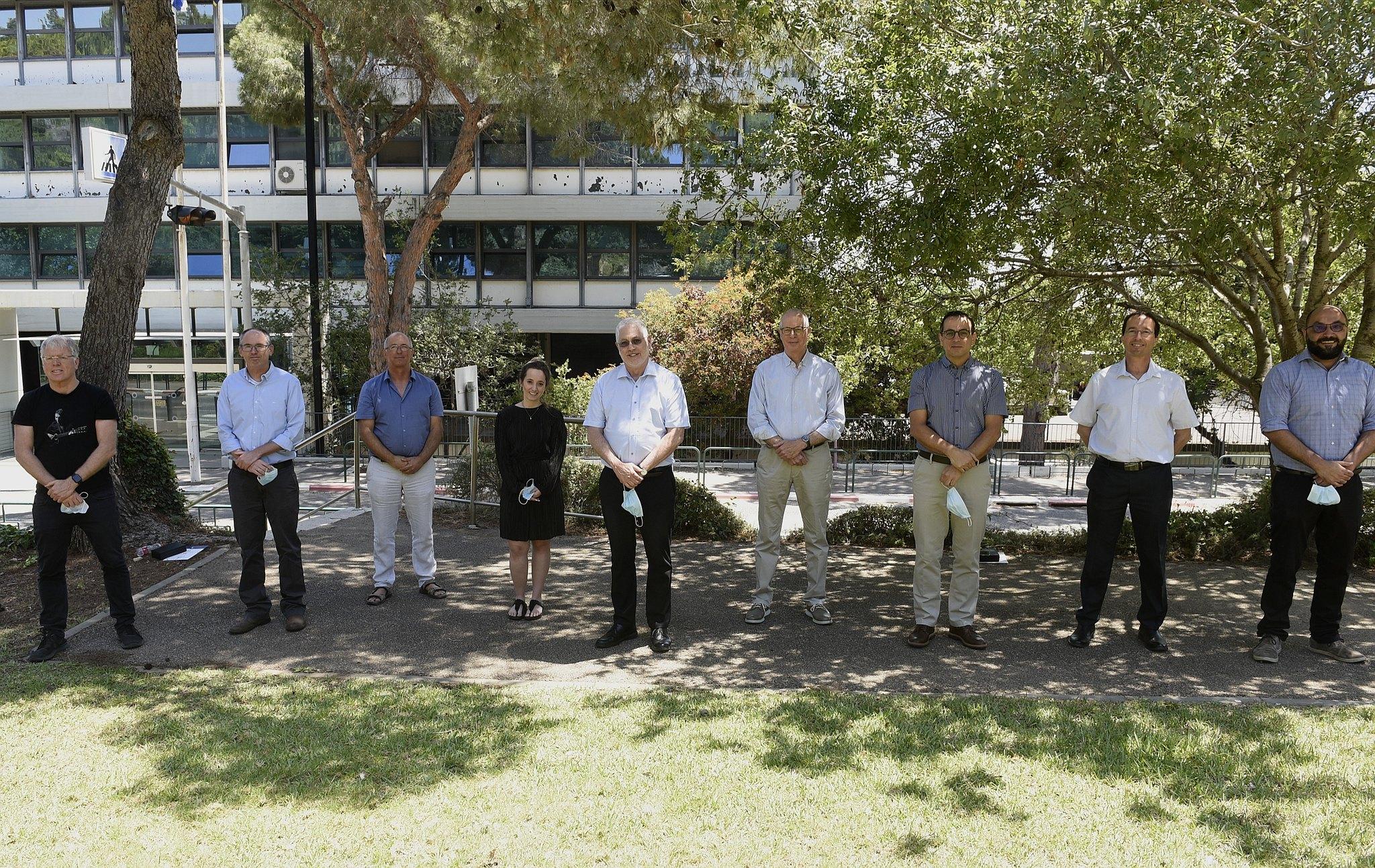 """תמונה קבוצתית - חתני הפרס עם נשיא הטכניון, יו""""ר אס""""ט והמשנה הבכיר לנשיא"""