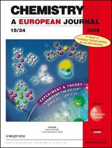 דף השער של כתב העת האירופי לכימיה, שהוקדשה ליום הולדתו ה-65 של פרופ'-מחקר אפלויג. דף השער מתאר מולקולות שקבוצתו שלפרופ' אפלויג חקרה נסיונית וחישובית, ולמטה מופיעה משוואת שרדינגר.