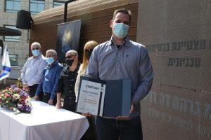 """ד""""ר גרהם דה רויטר מהפקולטה לכימיה ע""""ש שוליך, זוכה פרס המעבדה המצטיינת בבטיחות."""