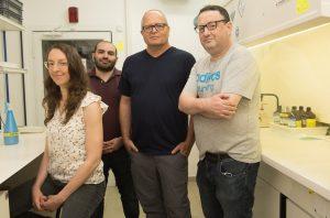 """תמונה קבוצתית מימין לשמאל: ד""""ר דויד אליס, פרופ' אבנר רוטשילד, ד""""ר דניאל גרוה ויפעת פיקנר"""