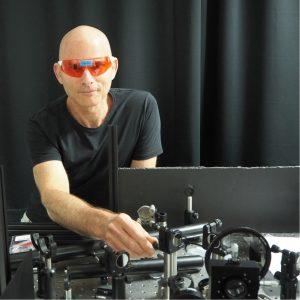 """פרופ' גיא ברטל - ראש המעבדה למחקר פוטוני מתקדם בפקולטה להנדסת חשמל ע""""ש ויטרבי"""