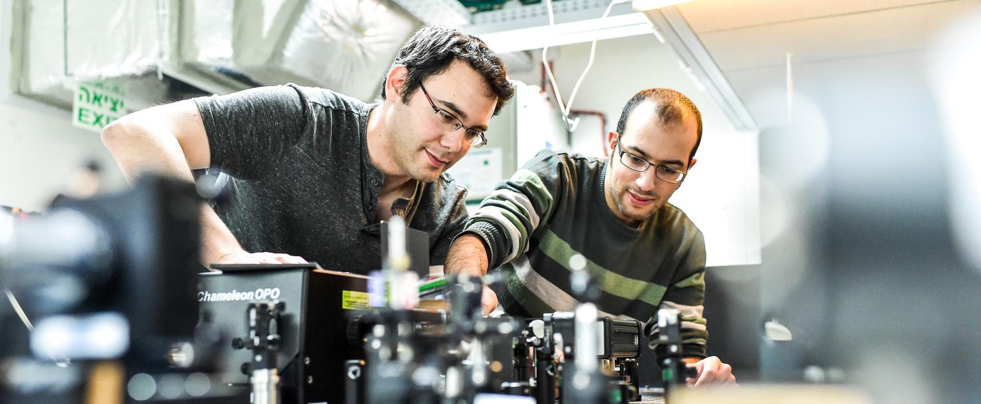 טכנולוגיה חדשנית למיפוי שדות אלקטרומגנטיים ואינטראקציית אור-חומר
