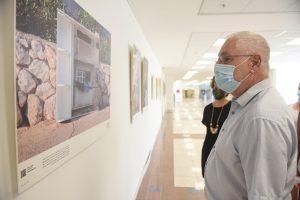 נשיא הטכניון פרופ' אורי סיון בסיור בתערוכה.